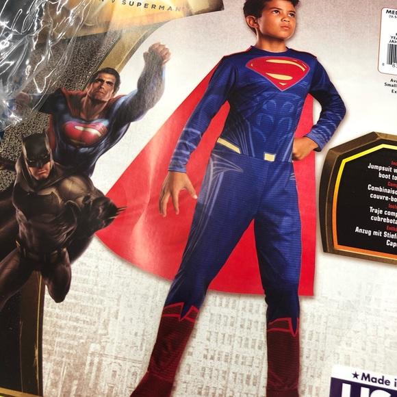 Superman Value Costume - Medium (8-10)